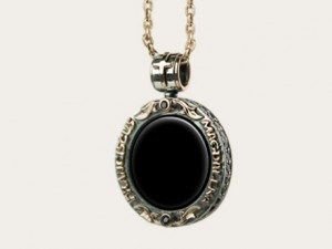 Black onyx - Necklace made of gold / silver, antique coin.