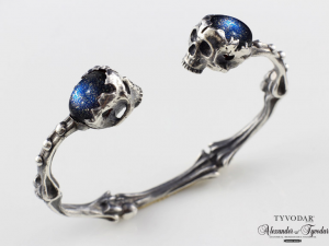 001 / Holy bones (Cairo night / brass) - skull bracelet, anatomical bones, skulls, biomechanics, Cuff Bracelet