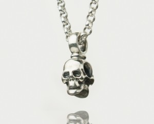 Skull - Necklace made of silver.