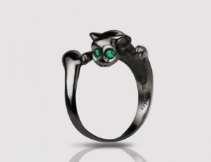 Smaragdus cat - ring made of black silver , natural emerald, handmade ring, Kitty ring, cat ring, black cat