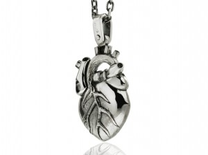 Anatomical heart necklace | TYVODAR