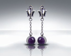 Amethysts in Petilianus Delicate earrings made with oxidized silver decorated with natural amethysts. Classic style. Minimalism.
