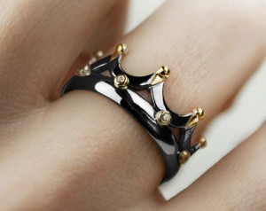 Black crown ring | TYVODAR