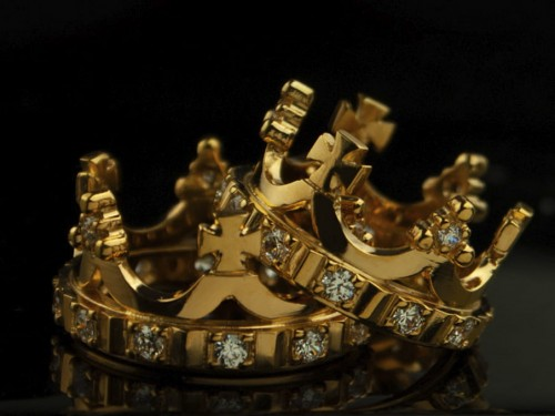gold_wedding_crown_rings.jpg
